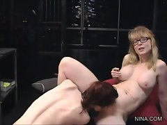 Scorching Justine Jolie goes down on Nina Hartley
