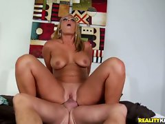 Mellaine Monroe is a juicy booty slut who likes young girls in her pussy