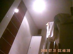 amie nue dans salle de bain