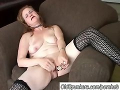 Lovely mature babe has a fat juicy pussy