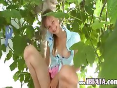 19yo girlfriend peening from the trees