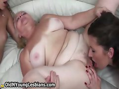 Hairy mature wife gets her body pleased
