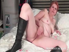 Mature bitch rubbing hungry snatch