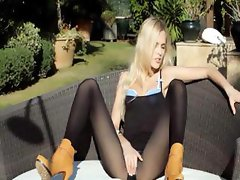 Incredible blondie in shoes fingering