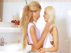 Extreme 20yo blonde lezzies eating
