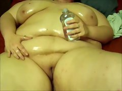 Huge fat chick pours oil on her body