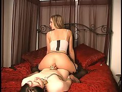 Maitresse Madeline tease and ass worship