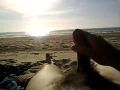 Jerking off on the beach (cum)