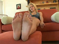 19 yo blonde babe charlie lynn solo in sexy feet casting