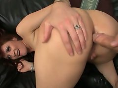 Hot redhead that loves pussy pumping action