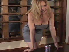 Babe drank so much beer she has to piss it all before she gets fucked