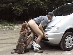 Slutty brunette gives a blowjob for a free ride