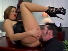 Kianna Dior makes kiss ass and feet and then eat her pussy...