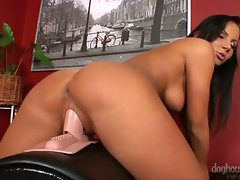 Super hot girl rubs her cunt on her sybian until she comes !...