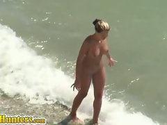 Naked gal beach spyca...