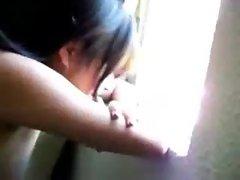 Chava se pone a coger en la ventana del hotel