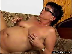 Thick ripe mature lady loves getting
