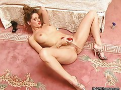Great sexual dark haired lady going wild