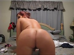 Amateur Slutty girl Spreads Legs and Shakes