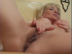 Deana Wayne Rubs Her Lovely Vagina