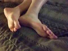 Luscious feet fakin a nap