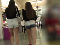 Seductive teens in Shorts