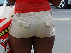 Candid ebony milf in tight booty shorts s of NYC