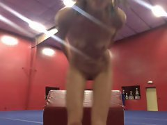 Gymnast practices naked, masturbate with dildo live at gym