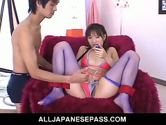 Japanese babe in sexy lingerie pussy toyed