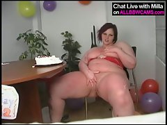 Cute bbw milla monroe rubs cake frosting body on tits and pussy