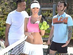 Sexy ball-girl Jennifer Dark rides big-dick on the tennis court