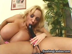 Mature lesbo slut gets fucked with dildo part1