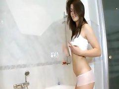 darkhair babe rubbing the clit in shower