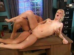 Blond hottie pleasuring the club owner