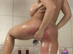 Laura Lion washes up and starts masturbating right in the tub
