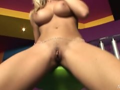Blonde babe Gitta Szoke gives her fingers and her pussy a really good workout
