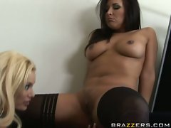 Kinky little Zoe Britton gets a nice taste of her own juices