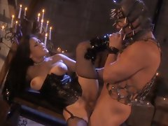 Dominatrix Jessica Bangkok takes care of her dirty bondage slave busy