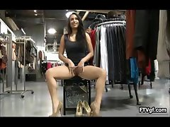 Curvy American girl loves showing her part3