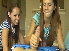 Teen Jerks her neighbor while her friend laughs