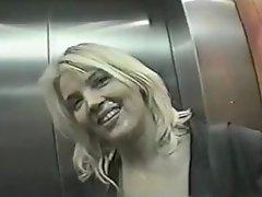 Dru Berrymore - Public Facial In Brussel