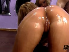 CURVY GIRLFRIEND GETS FUCKED HER OILED SEXY ASS !!
