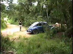 Crisputinha trepando no mato-3