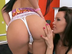 Honey Demon and Sophie Moon toy their soft twats