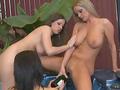 Sheila Grant, Nicole Sweet and Kelly Rose have the best lesbian threesome ever