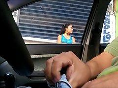 MASTURBANDOME EN EL CARRO 12