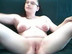 Daisy masturbating and cumming for my boyfriend