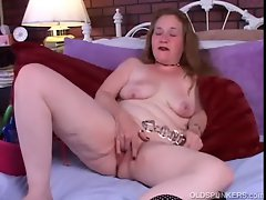 Sexy mature amateur lies back and shows you how she likes to