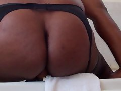 Fat black crossdresser takes 8&amp,#039, dildo
