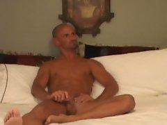 Bald muscualr gay dude gets fucked through lubrication